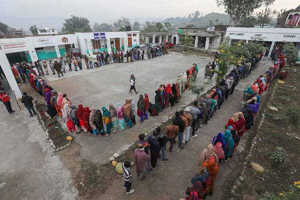 On Polling Day, Govt Snaps Even 2G Internet Services In South Kashmir