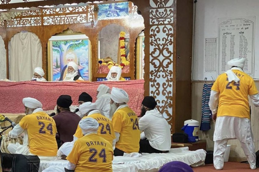 Sikhs Wear Kobe Bryant Jerseys And Pay Tribute To Basketball Legend At US Gurdwara