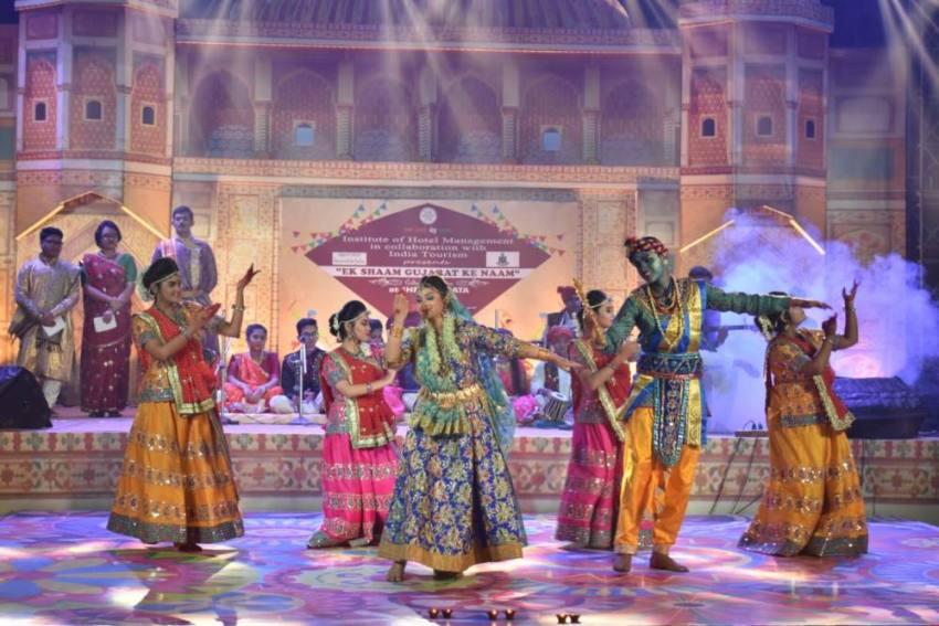 'Ek Shaam Gujarat Ke Naam': Kolkata Gets Sneak-Peak Into State's Vibrant Culture And Cuisine