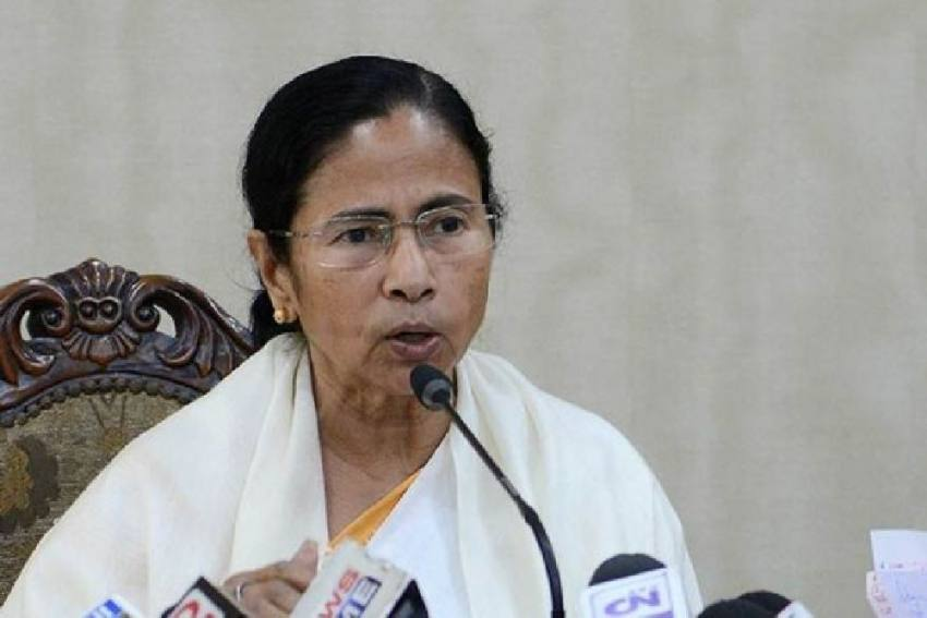 Bengal CM Mamata Holds One-On-One Meeting With Governor Dhankhar, Likely Thaw In Relations