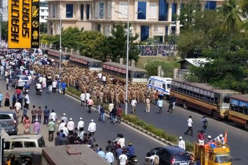 Thousands of Anti-CAA Protesters Defy HC Order In Chennai, March Towards State Assembly
