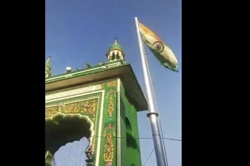 In A First, Tricolour Hoisted, Preamble Read At Mumbai's Mahim Dargah