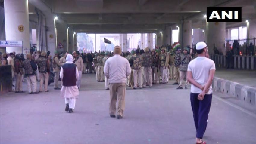 Anti-CAA Protesters, Mostly Women, Block Major Road In Jaffrabad; Metro Gates Shut