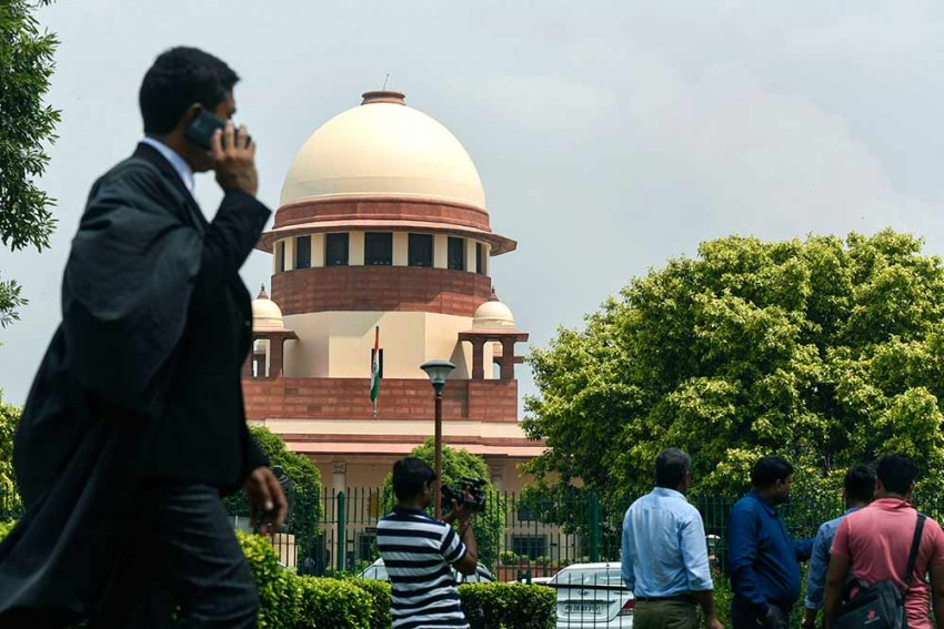 'Sheer Violation': SC Furious With Telecos, Centre For Self-assessment Of AGR Dues