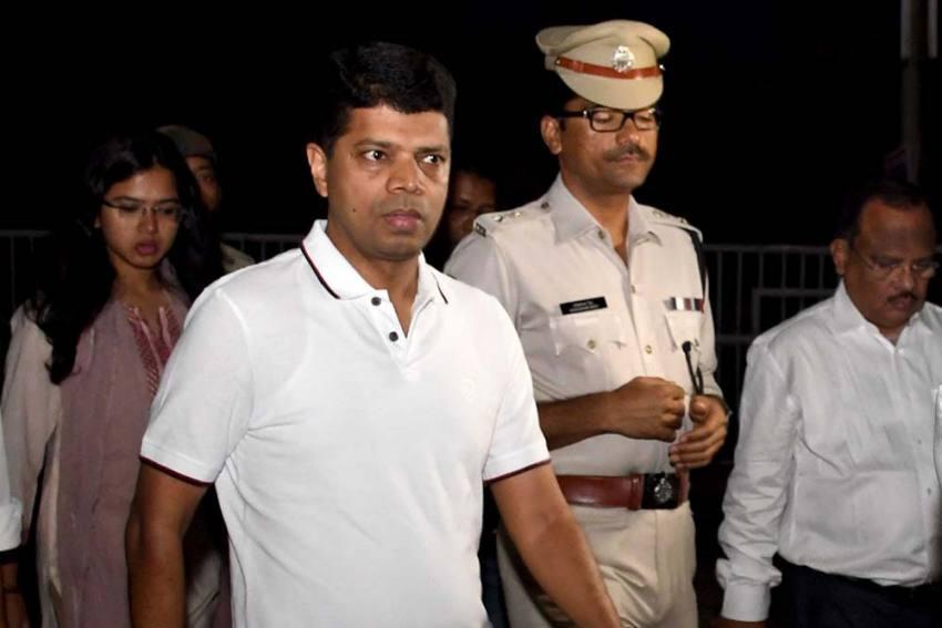 How VK Pandian, Naveen Patnaik's Man Friday, Has Kept Odisha's Babudom On Its Toes