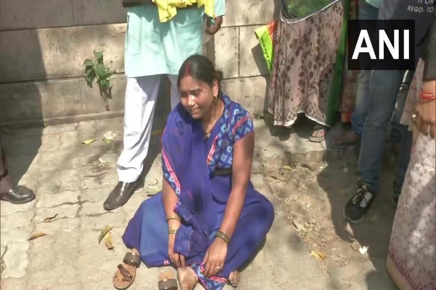 'Kill Me Too': Wife Of Nirbhaya Death-row Convict Akshay Faints Outside Patiala Court