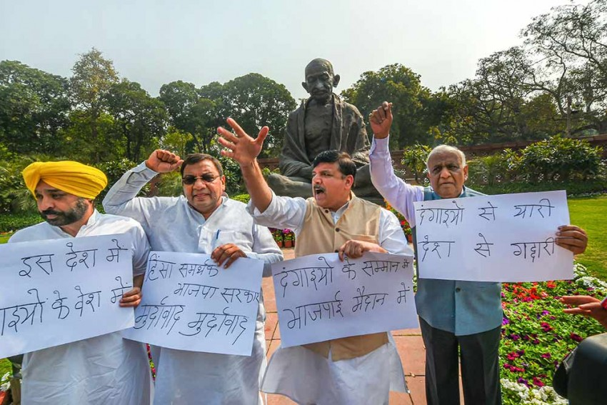 AAP MPs Protest In Front Of Parliament, Want Sitting SC Judge To Probe Delhi Riots