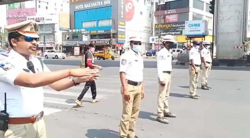 Watch: At Traffic Signal, Policemen in Hyderabad Show How To Wash Hands