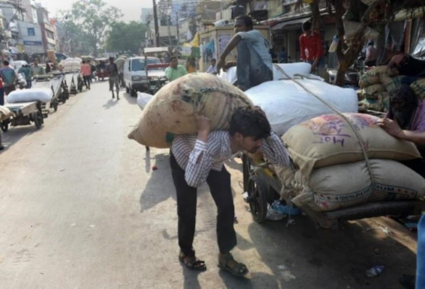 Coronavirus Lockdown: Gujarat Labourers Walk Back Home From Rajasthan; Ones In Delhi Seek Help Online