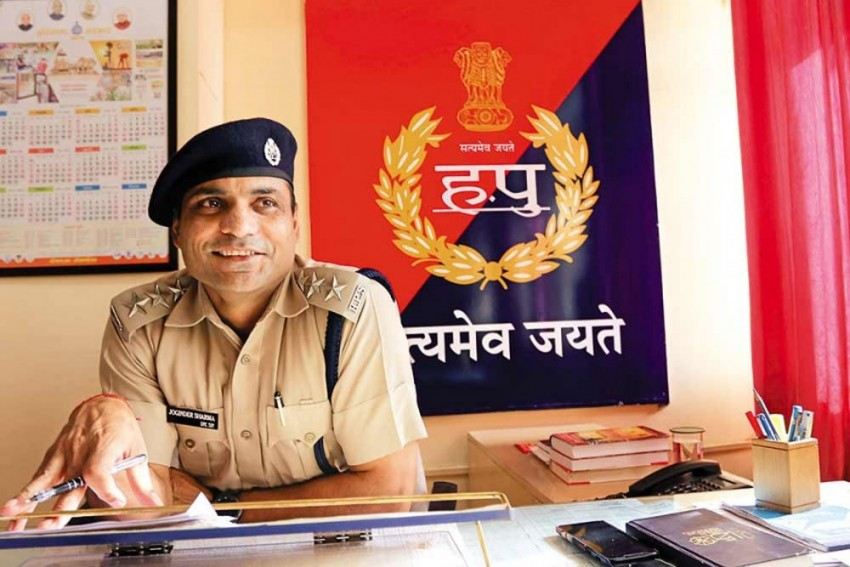 Remember These Titans: Indian Athletes On Police Duty Amid COVID-19 Lockdown