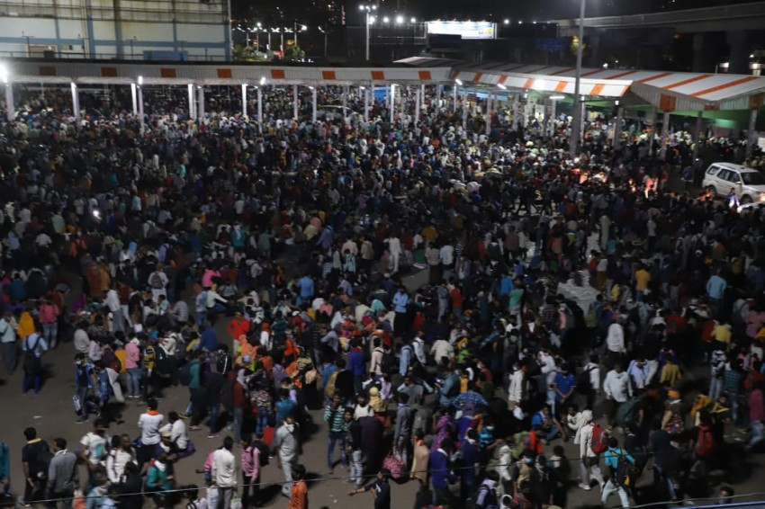 Amid Coronavirus Risk, Thousands Of Migrant Workers Queue At Delhi Bus Terminals To Leave For Hometowns