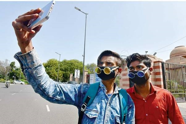 Those In Home Quarantine In Karnataka Directed To Send Selfies Every Hour To Govt