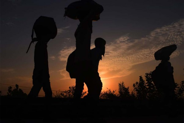 Get Counselors, Community Leaders To Calm Down Migrant Workers: SC Tells Centre
