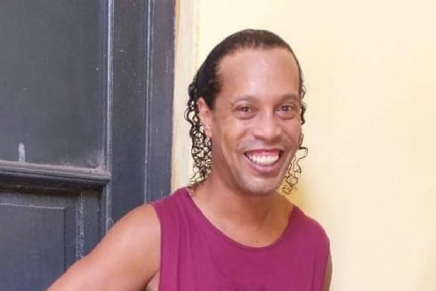 Ronaldinho's First Picture Emerges From Paraguay Prison