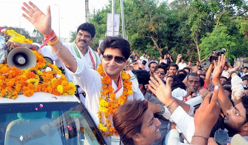 Madhya Pradesh: Kamal Nath Govt Wobbles As Scindia Raises Banner Of Revolt