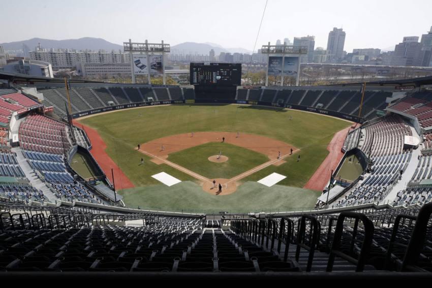 Taiwan Bucks Coronavirus Sports Cancellations With New Baseball Season