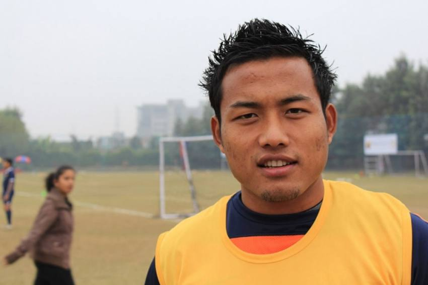 India Footballer Jeje Lalpekhlua Comes To The Rescue Of People In Dire Need Of Blood