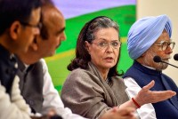Sonia Gandhi Lauds Corona Warriors Hours Ahead Of PM Modi's Address On Lockdown Extension