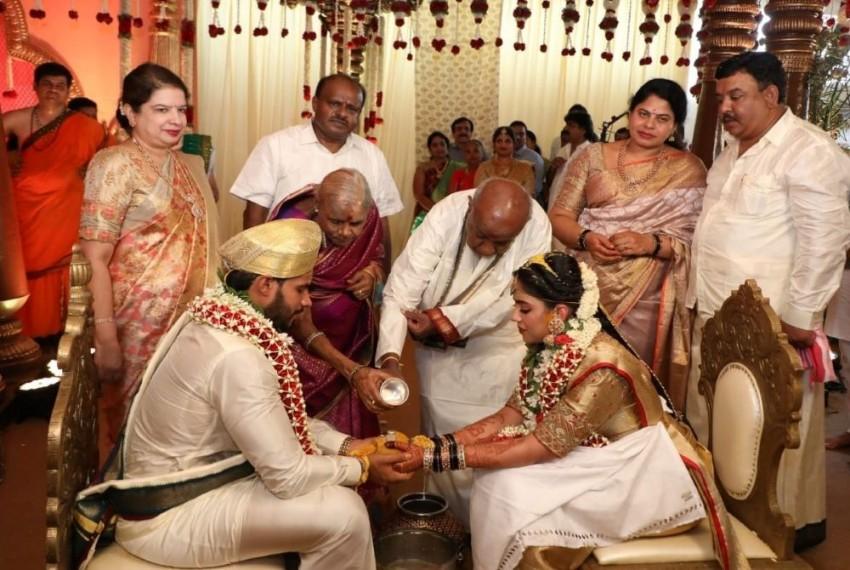 Ex-Karnataka CM HD Kumaraswamy's Son's Wedding Amid COVID-19 Lockdown Sparks Controversy