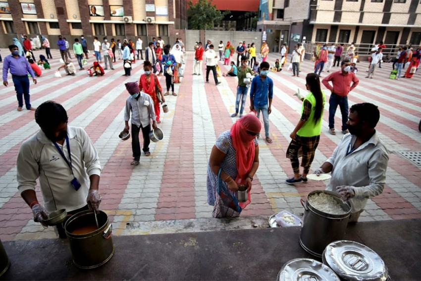 Migrants Fight Hunger As Glitches Mar Kejriwal's Free Ration Scheme