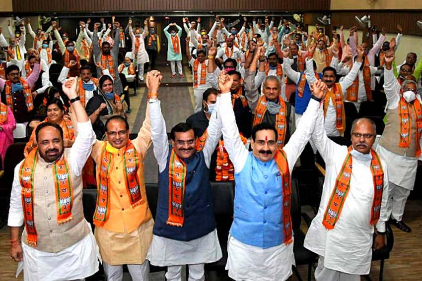 Shivraj Singh Gets A Mini-cabinet But Cracks Clear In BJP-Scindia Bonhomie