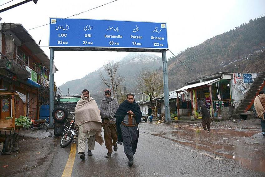 300 Coronavirus-positive Pakistani Terrorists Waiting Across Border, Says BJP Spokesperson