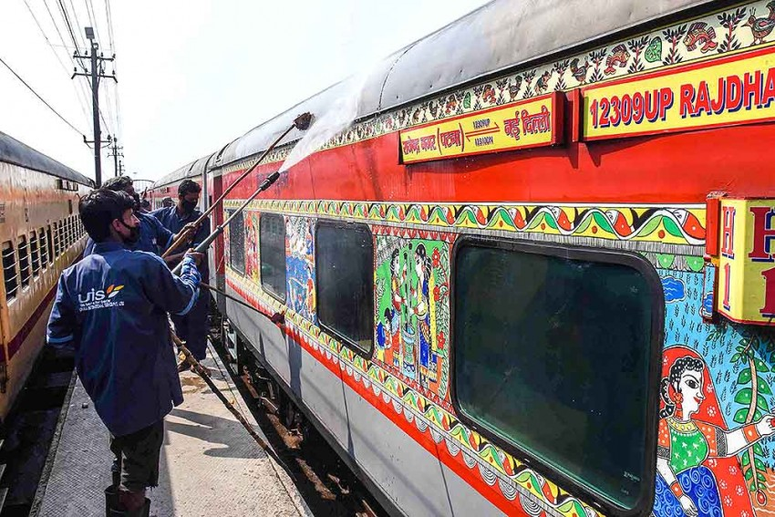 Railways Issues 'Restoration Plan' To Zones, Prepares To Resume Services From April 15