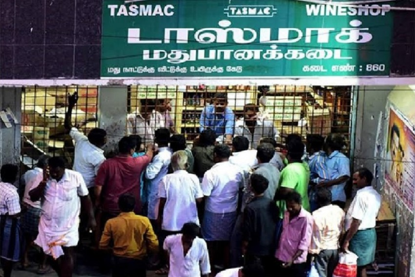Besides Coronavirus, Protection Of Liquor Bottles In State-run Stores Is Another Task For Tamil Nadu Authorities