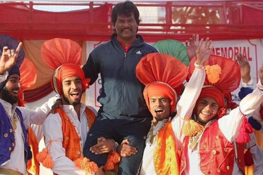 India Fights Coronavirus: Hockey Legend Dhanraj Pillay Donates Rs 5 Lakh To PM-CARES Fund