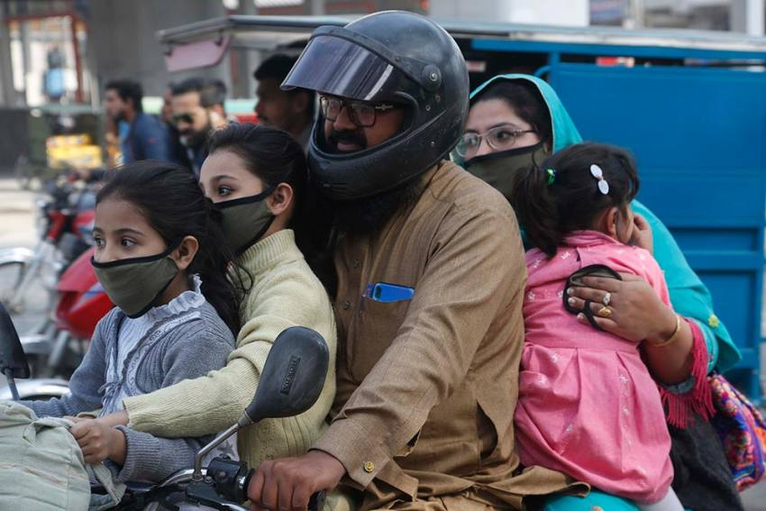 Coronavirus: Positive Cases In Pakistan Rise To 3,277; Death Toll Reaches 50