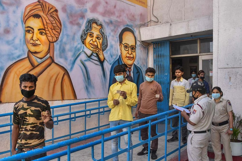 Coronavirus Hotspots In 15 UP Districts To Be Sealed From Tonight; Wearing Masks Compulsory
