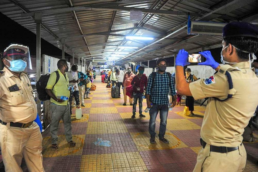 Centre Issues SOP For Train Travel; Confirmed E-tickets Mandatory To Enter Station