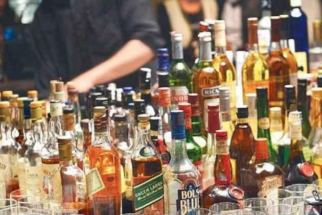 Delhi HC Seeks Govt Response On Pleas Challenging 70% Special Corona Fee On Liquor