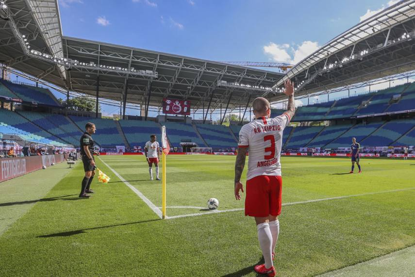 Rb Leipzig 1 1 Freiburg Yussuf Poulsen Rescues Point As Hosts Suffer Title Race Setback