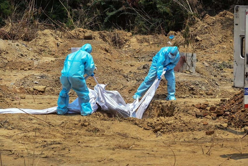 'Have Buried 112 Bodies, But Received Only 4-5 PPE Kits': Delhi Cemetery Supervisor