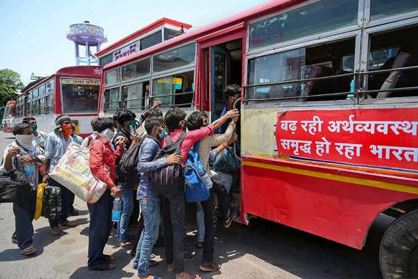 500 Buses Ferrying Migrants From Rajasthan Stuck At UP Border, Congress Awaits Yogi Govt's Nod