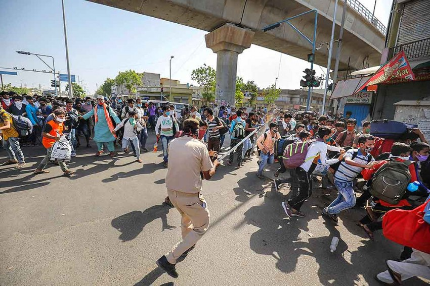 Migrants Pelt Stones In Ahmedabad, Police Uses Teargas To Disperse Crowd