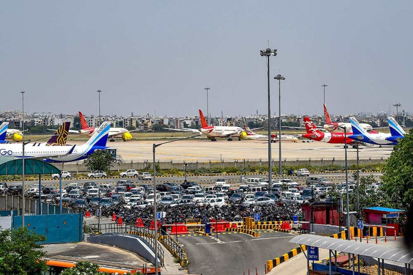 Domestic Flights To Resume Operations From May 25 In 'Calibrated Manner': Civil Aviation Minister