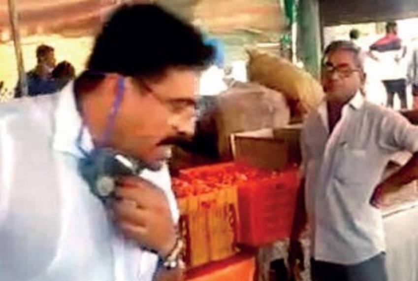Rajkot BJP MLA Spits In Community Kitchen, Pays Rs 500 As Fine -- Video
