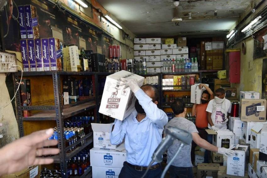In Tamil Nadu, Tipplers Queue Up Outside Liquor Shops With Rarely-seen Discipline