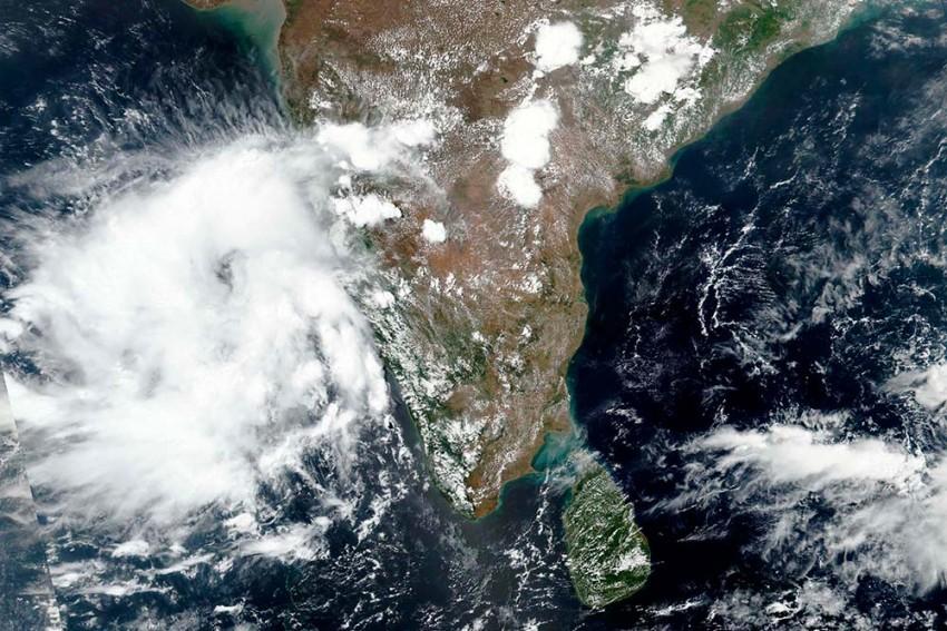 Maharashtra And Gujarat Brace For Cyclone 'Nisarga'; Mumbai On Alert
