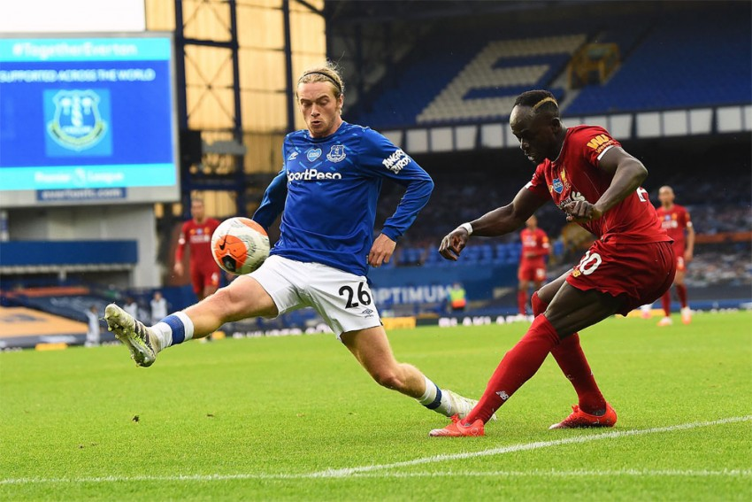 Everton 0-0 Liverpool: Davies Goes Close But Merseyside Derby Stalemate Holds