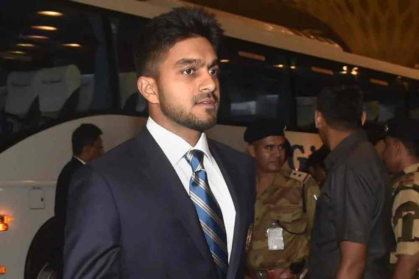 Vijay Shankar Shares His First IND-PAK Game Experience, And It's Not Nice - READ To Know What A Pakistani Fan Did