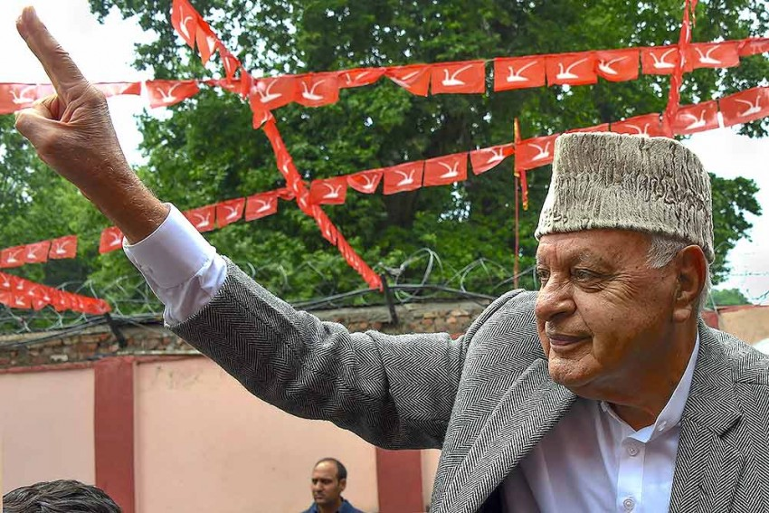 Kashmir: First Time After His Release, Farooq Abdullah Steps Out Of Home, Buys Mobile Phones