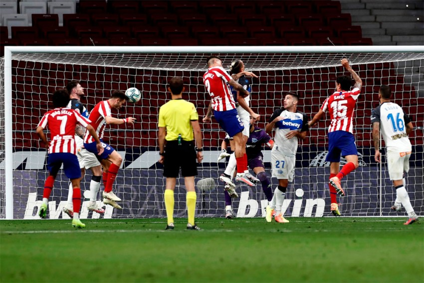 Atletico Madrid 2-1 Deportivo Alaves: Saul Niguez, Diego Costa Strengthen Grip On Third