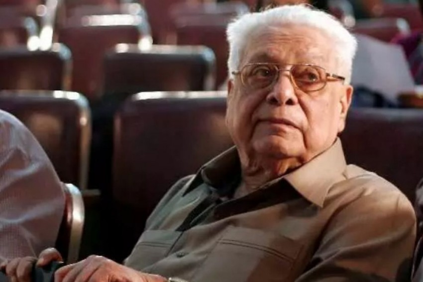 Veteran Filmmaker Basu Chatterjee Dies