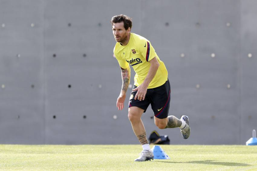 Lionel Messi Seen Sprinting As Barcelona Train At Camp Nou