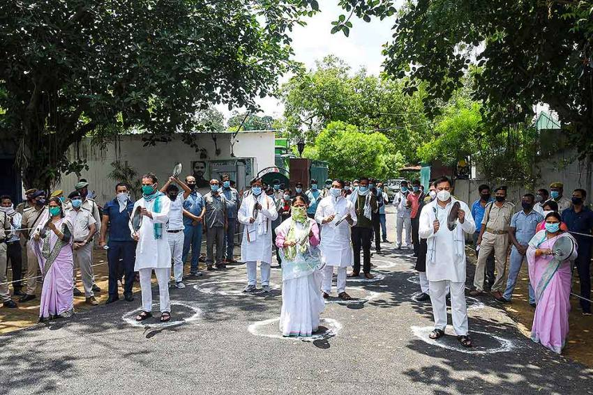 Ahead Of Amit Shah's Virtual Rally In Bihar, RJD Beats Utensils In Protest