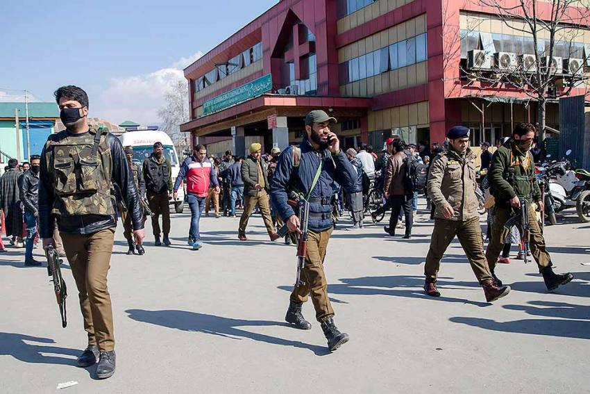 J-K Police Start Summoning People After Open FIR Against Criticising High Court Judgment
