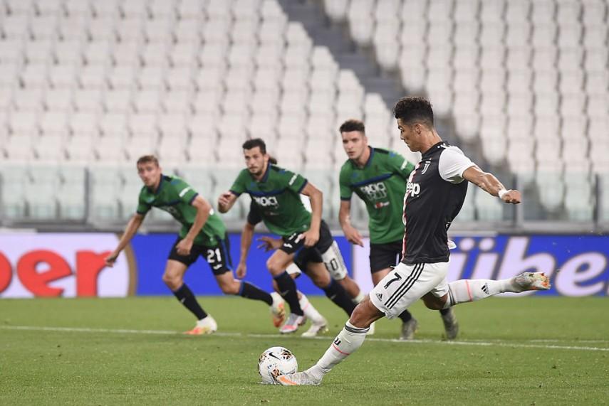 Juventus 2 2 Atalanta Cristiano Ronaldo On The Spot To Spare Serie A Leaders